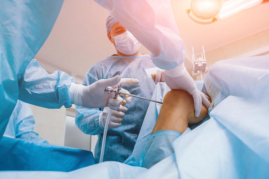 Diz-Artroskopisinin-(Kapal_C4_B1-Diz-Ameliyat_C4_B1n_C4_B1n)-Riskleri-Nelerdir